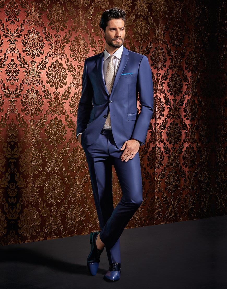 costum clasic albastru